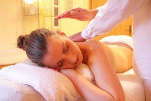 olio di cocco per massaggi
