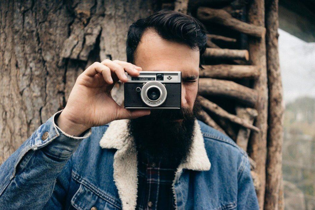 uomo barba lunga