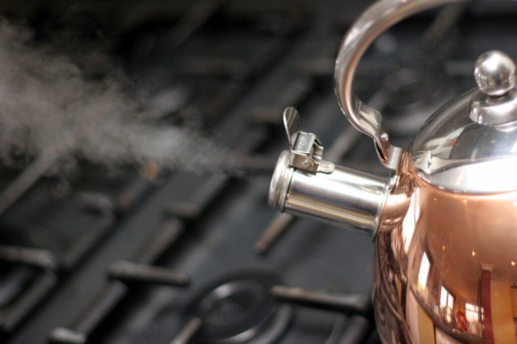 preparazione del caffè per il clistere